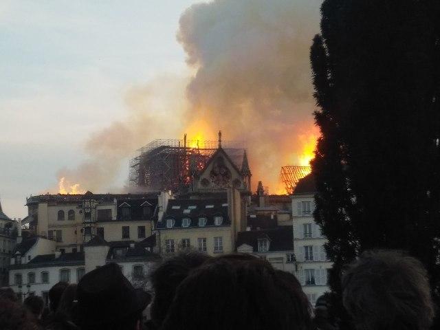 Incendie_de_Notre-Dame-de-Paris_15_avril_2019_11